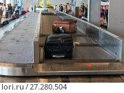 Купить «suitcases on the conveyor belt at the airport», фото № 27280504, снято 14 ноября 2016 г. (c) Константин Лабунский / Фотобанк Лори