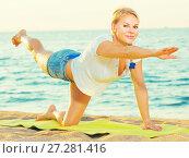 Купить «Portrait of sportswoman which is doing excercises on endurance», фото № 27281416, снято 17 июля 2017 г. (c) Яков Филимонов / Фотобанк Лори