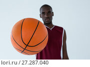 Купить «Basketball player holding ball», фото № 27287040, снято 9 июня 2017 г. (c) Wavebreak Media / Фотобанк Лори
