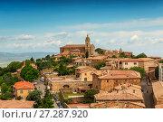Купить «Вид на средневековый городок Монтальчино, Тоскана, Италия», фото № 27287920, снято 13 мая 2014 г. (c) Наталья Волкова / Фотобанк Лори