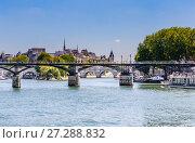 Купить «Мосты Arts и Pont Neuf в Париже над рекой Сена. Франция», фото № 27288832, снято 9 мая 2017 г. (c) Николай Коржов / Фотобанк Лори