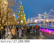 Купить «Новогодняя елка на Красной площади в Москве», эксклюзивное фото № 27288980, снято 9 декабря 2017 г. (c) Виктор Тараканов / Фотобанк Лори