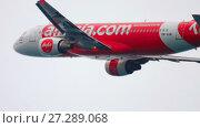 Купить «Airbus 320 taking off from Phuket airport», видеоролик № 27289068, снято 29 ноября 2017 г. (c) Игорь Жоров / Фотобанк Лори