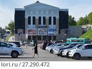 Купить «Петропавловск-Камчатский. Камчатский театр драмы и комедии», фото № 27290472, снято 16 июня 2017 г. (c) А. А. Пирагис / Фотобанк Лори