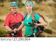 Купить «Portrait male  and women cyclist with a mountain bike», фото № 27290864, снято 4 августа 2015 г. (c) Наталья Давыдова / Фотобанк Лори