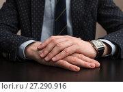 Купить «Бизнесмен сидит за столом положив руки на стол», эксклюзивное фото № 27290916, снято 6 ноября 2017 г. (c) Игорь Низов / Фотобанк Лори