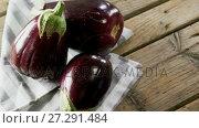 Купить «Eggplant on wooden table 4k», видеоролик № 27291484, снято 10 апреля 2020 г. (c) Wavebreak Media / Фотобанк Лори