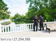 Купить «Два полицейских следят за порядком в дендрологическом парке Адлера Южные культуры», фото № 27294388, снято 6 июня 2017 г. (c) Наталья Гармашева / Фотобанк Лори