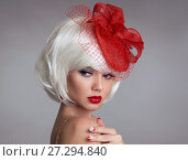 Купить «Christmas makeup. Red lips Make-up. Beautiful blond closeup portrait in red hat. White Short bob hairstyle. Sensual blonde woman with xmas eye shadow isolated on gray background. Vogue style.», фото № 27294840, снято 6 декабря 2017 г. (c) Photobeauty / Фотобанк Лори