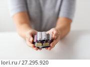 Купить «woman hands holding packs of pills», фото № 27295920, снято 27 сентября 2017 г. (c) Syda Productions / Фотобанк Лори