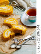 Pumpkin cake roll with cream cheese. Стоковое фото, фотограф Зоряна Ивченко / Фотобанк Лори