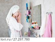 Купить «young woman in the bathroom yawns and wakes up», фото № 27297780, снято 12 декабря 2017 г. (c) Типляшина Евгения / Фотобанк Лори