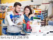 Купить «Couple deciding on best color scheme», фото № 27298916, снято 9 марта 2017 г. (c) Яков Филимонов / Фотобанк Лори