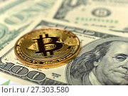 Купить «Золотая монета Bitcoin», эксклюзивное фото № 27303580, снято 19 декабря 2017 г. (c) Юрий Морозов / Фотобанк Лори