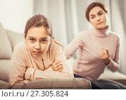 Купить «Mother reprimands her daughter», фото № 27305824, снято 17 ноября 2018 г. (c) Яков Филимонов / Фотобанк Лори