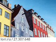 Купить «Colorful houses in a row, Copenhagen, Denmark», фото № 27307648, снято 9 декабря 2017 г. (c) EugeneSergeev / Фотобанк Лори