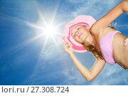 Beautiful young Woman posing in pink bikini again blue sky with sun. Стоковое фото, фотограф Курганов Александр / Фотобанк Лори