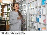 Купить «female pharmacist posing in drugstore», фото № 27308760, снято 25 февраля 2016 г. (c) Татьяна Яцевич / Фотобанк Лори