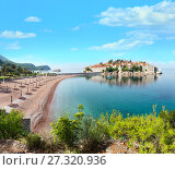 Купить «Sveti Stefan sea islet (Montenegro). Summer panorama.», фото № 27320936, снято 13 июля 2020 г. (c) Юрий Брыкайло / Фотобанк Лори