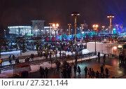 Купить «Открытый каток на ВДНХ в Москве в новогоднюю ночь», фото № 27321144, снято 1 января 2017 г. (c) Алёшина Оксана / Фотобанк Лори