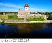 Купить «Нарвский замок. Замок Германа. Река Нарва. Эстония», фото № 27322224, снято 19 июня 2013 г. (c) Сергей Афанасьев / Фотобанк Лори