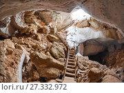 Купить «Спуск в пещеру», фото № 27332972, снято 12 марта 2016 г. (c) Яковлев Сергей / Фотобанк Лори