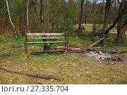 Купить «Место для отдыха в лесу со следами костра и разбросанным мусором. Природный парк «Лосиный остров». Район Гольяново. Город Москва», эксклюзивное фото № 27335704, снято 5 мая 2009 г. (c) lana1501 / Фотобанк Лори