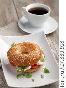 Купить «Bagel sandwich and coffee», фото № 27339928, снято 2 декабря 2017 г. (c) Stockphoto / Фотобанк Лори