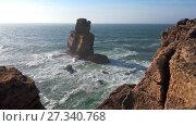 Купить «Rocks and waves of surf in the ocean near Cabo Carvoeiro (Cape of Coal), Peniche peninsula», видеоролик № 27340768, снято 13 января 2017 г. (c) Serg Zastavkin / Фотобанк Лори