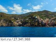 Купить «Manarola from ship, Cinque Terre», фото № 27341988, снято 26 июня 2017 г. (c) Юрий Брыкайло / Фотобанк Лори
