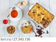 Купить «breakfast set - apple crumble and tea», фото № 27343136, снято 28 декабря 2017 г. (c) Oksana Zh / Фотобанк Лори