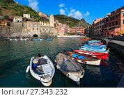 Купить «Vernazza quay, Cinque Terre», фото № 27343232, снято 25 июня 2017 г. (c) Юрий Брыкайло / Фотобанк Лори