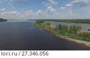 Купить «Панорама реки Камы сверху», видеоролик № 27346056, снято 11 июня 2017 г. (c) Алексей Кокорин / Фотобанк Лори