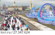 Купить «Каток на ВДНХ 2018 – главная ледовая площадка страны и самая большая в Европе. Видео 4K», видеоролик № 27347624, снято 4 января 2018 г. (c) Parmenov Pavel / Фотобанк Лори
