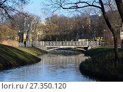 Купить «Мостик через пруд в Таврическом саду. Санкт-Петербург», фото № 27350120, снято 7 ноября 2017 г. (c) Светлана Колобова / Фотобанк Лори