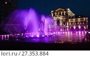 Купить «Night view of Culture Palace and colored fountain in Drobeta Turnu-Severin», видеоролик № 27353884, снято 22 октября 2017 г. (c) Яков Филимонов / Фотобанк Лори