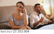 Купить «Wife is upset because her husband is watching football at home.», видеоролик № 27353904, снято 27 ноября 2017 г. (c) Яков Филимонов / Фотобанк Лори