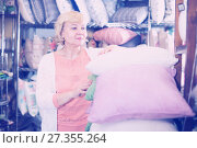 Купить «woman purchaser holding pillows», фото № 27355264, снято 29 ноября 2017 г. (c) Яков Филимонов / Фотобанк Лори