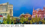 Купить «Новогодние дни на Охотном Ряду в Москве», эксклюзивное фото № 27355708, снято 2 января 2018 г. (c) Виктор Тараканов / Фотобанк Лори