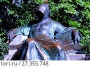 Купить «Памятник Анонимусу, посвященный неизвестному автору сочинений Gesta Hungarorum (Деяния венгров), на территории замка Вайдахуняд в парке Варошлигет», эксклюзивное фото № 27355748, снято 6 сентября 2015 г. (c) stargal / Фотобанк Лори