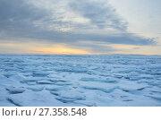 Купить «Восход солнца над Байкальскими торосами», фото № 27358548, снято 1 марта 2017 г. (c) Овчинникова Ирина / Фотобанк Лори