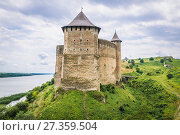 Купить «Northern Tower of Khotyn Fortress, located on the bank of Dnister River in Chernivtsi Oblast of western Ukraine.», фото № 27359504, снято 13 июня 2017 г. (c) easy Fotostock / Фотобанк Лори