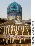 A Traditional Yurt Outside The Bibi Khanym Mosque, Samarkand, Uzbekistan. Стоковое фото, фотограф Grant Rooney / age Fotostock / Фотобанк Лори