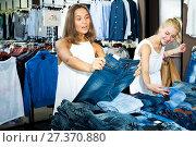 Купить «Girls shopping pair of jeans together», фото № 27370880, снято 19 января 2019 г. (c) Яков Филимонов / Фотобанк Лори