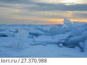 Купить «Зимний восход солнца над Байкальскими торосами», фото № 27370988, снято 1 марта 2017 г. (c) Овчинникова Ирина / Фотобанк Лори