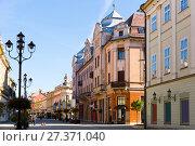 Купить «Street of Kaposvar, Hungary», фото № 27371040, снято 1 ноября 2017 г. (c) Яков Филимонов / Фотобанк Лори