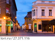 Photo of night streets in hungarian city Gyor (2017 год). Стоковое фото, фотограф Яков Филимонов / Фотобанк Лори