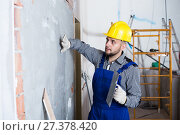 Купить «Male builder is checking the quality of the work done after the plaster wall», фото № 27378420, снято 3 июня 2017 г. (c) Яков Филимонов / Фотобанк Лори