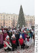 Балашиха, дети у Ледового дворца на губернаторской ёлке 2018. Редакционное фото, фотограф Дмитрий Неумоин / Фотобанк Лори