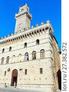 Купить «Montepulciano Communal Palace, Tuscany, Italy», фото № 27382572, снято 23 июня 2017 г. (c) Юрий Брыкайло / Фотобанк Лори